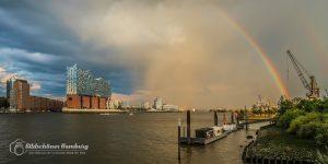 Hamburg Bild der Elbphilharmonie mit einem Regenbogen