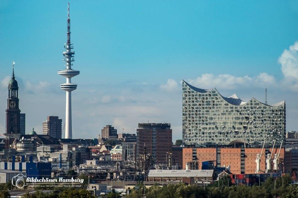 Hamburg Bild der Elbphilharmonie mit Fernsehturm und der Hauptkirche St.Michaelis